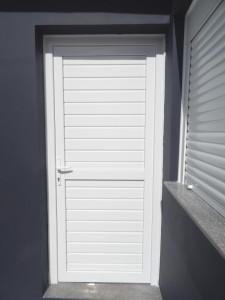 Porta externa de giro em Pvc branco