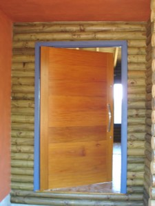 Porta externa pivotante lambri horizontal