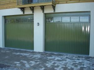 Portão basculante lambri vertical, com vidros