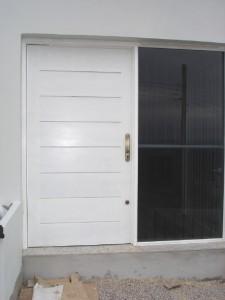 Porta externa pivotante