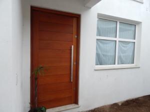 Porta externa pivotante lambri na horizontal