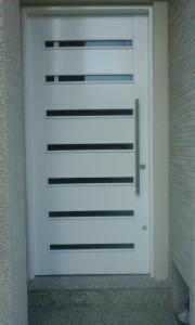 Porta externa lambri horizontal vazada