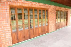 Porta externa sanfonada para vidros