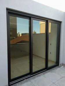 Porta janela em Pvc preto, 3 folhas
